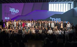 participants dels premis FAD posant a l'escenari
