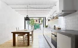 Interior cuina amb terrassa.