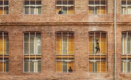 Finestres a la façana d'un edifici