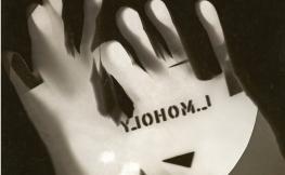 Fotografia d'una mà feta amb una placa de bromur