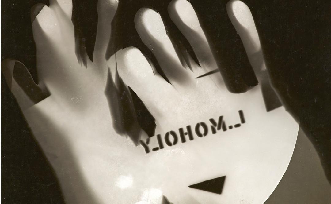 Fotografía de una mano hecha con una placa de bromuro